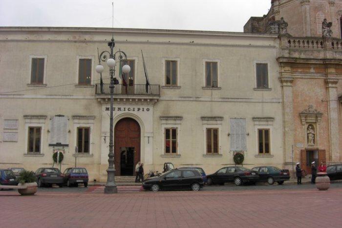 http://www.gruppomarche.it/prod_images/img2/Manduria_Municipio2.jpg